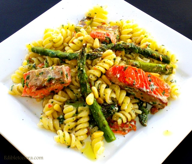 BLOG pasta with salmon, asparagus, mint and pine nuts 010
