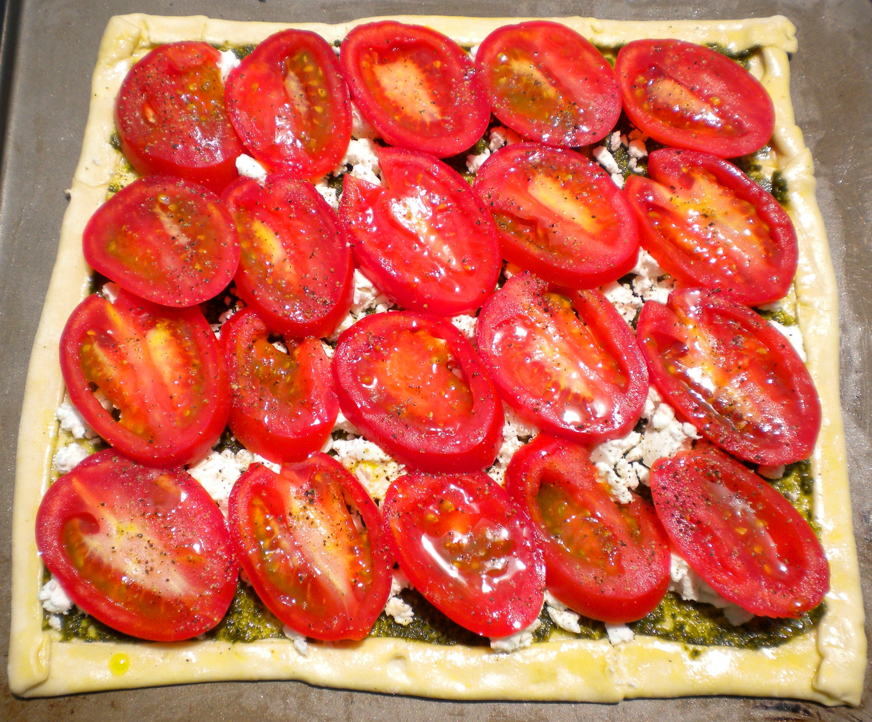 BLOG uncooked roasted tomato, goat cheese and pesto tart 007