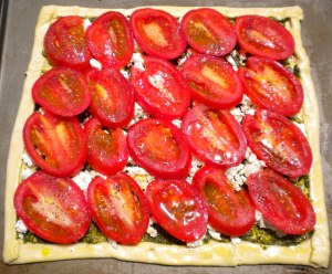 blog-uncooked-roasted-tomato-goat-cheese-and-pesto-tart-007.jpg?w=300