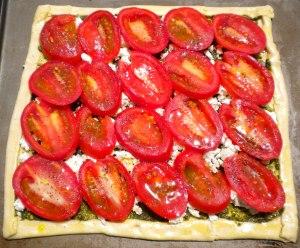 BLOG uncooked roasted tomato, goat cheese and pesto tart 007