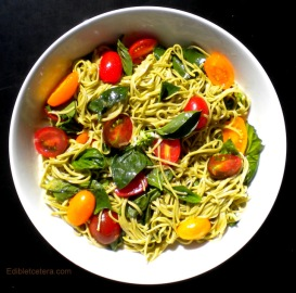 Edamame Pasta with Fresh Tomatoes, Garlic & Basil